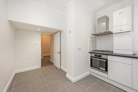 Pembridge Road London W11. 1 bedroom flat