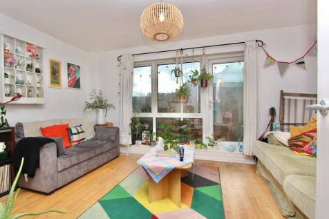 Pellerin Road, Stoke Newington, London, N16. 3 bedroom maisonette