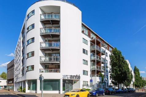 The Bittoms, Kingston Upon Thames. 2 bedroom apartment