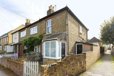 Rushett Road, Thames Ditton, KT7. 2 bedroom end of terrace house