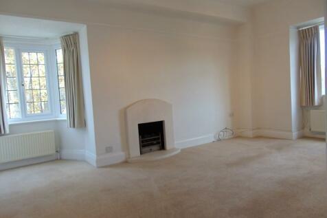 The Barons, Twickenham, Middlesex, TW1. 2 bedroom flat