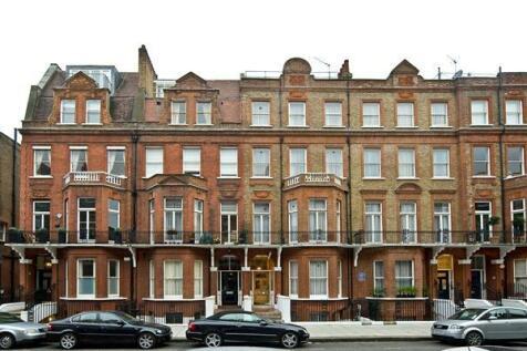 27 Rosary Gardens, London, SW7. Studio flat