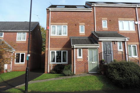 Stoneclough Mews, Oldham. 3 bedroom town house for sale