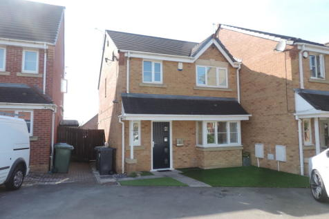 Hansby Close, Oldham. 3 bedroom semi-detached house