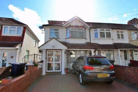 Ascot Gardens, Southall. 5 bedroom end of terrace house for sale