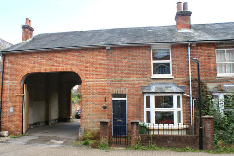 Parchment Street, Winchester. 2 bedroom end of terrace house
