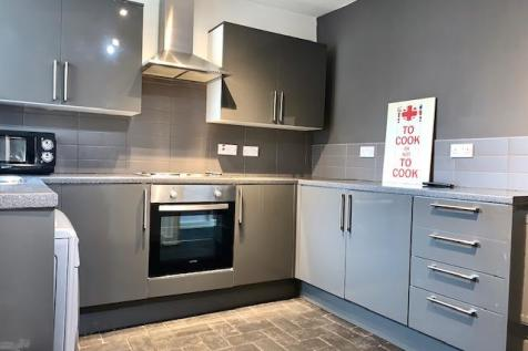 Crwys Place, Cardiff, Cardiff (County of), CF24. 4 bedroom terraced house