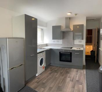 Woodville Road, Cardiff, Cardiff (County of), CF24. 3 bedroom flat