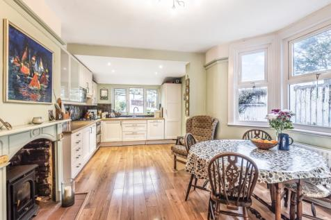 Griffin Road London SE18. 3 bedroom terraced house for sale
