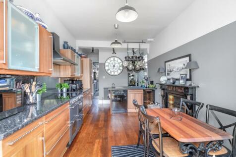 Eastcombe Avenue London SE7. 4 bedroom detached house for sale