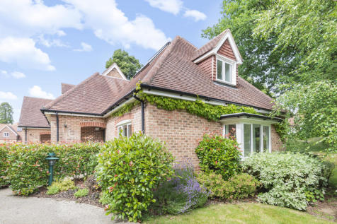 King George's Drive, Liphook, Hampshire, GU30. 2 bedroom retirement property for sale
