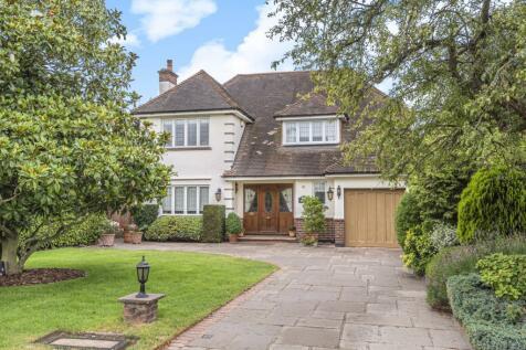 Meadow Way Farnborough Park BR6. 3 bedroom detached house