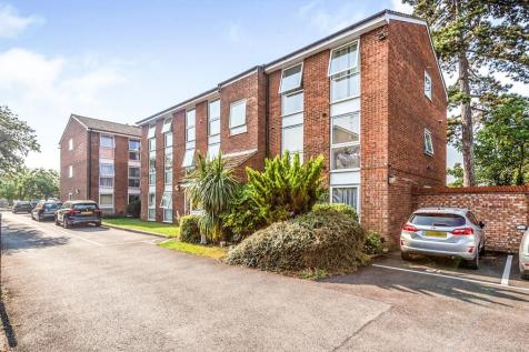 Water Splash Court,, London Colney, ST. ALBANS. 2 bedroom flat