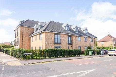 Roland Street, St. Albans. 2 bedroom ground floor flat for sale