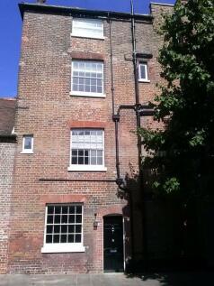 HIGH STREET. 6 bedroom house share