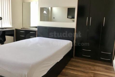 Oxford Street. 6 bedroom house share