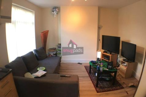 Parrs Wood Road, ,. 3 bedroom house