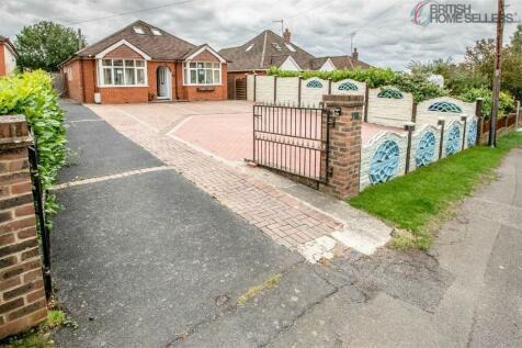 Sandyhurst Lane, Ashford, Kent. 5 bedroom detached bungalow