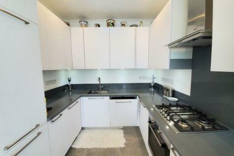 Ashbourne Avenue, London, NW11. 3 bedroom flat