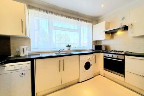 Hoop Lane, Golders Green, NW11. 3 bedroom flat