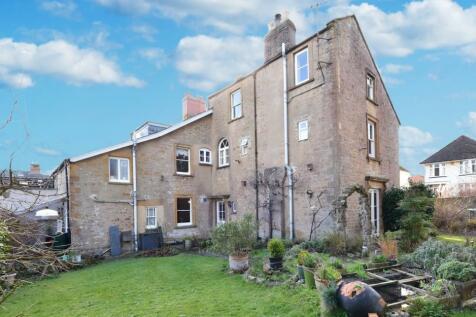 Summerlands, Yeovil, BA21. 6 bedroom semi-detached house