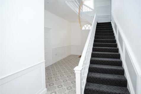 High Street, Bushey, Hertfordshire, WD23. 2 bedroom apartment for sale