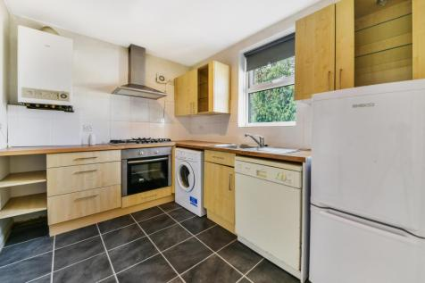 The White House, 11 High Street, Nutfield, RH1 4HH. 1 bedroom flat