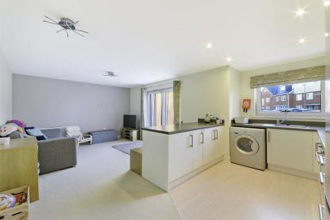 Haven Court, Yoxall Mews, Redhill, RH1 1TF. 1 bedroom apartment