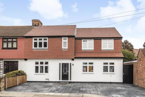 Hamilton Avenue, Romford, Essex, RM1 4RP. 4 bedroom semi-detached house for sale