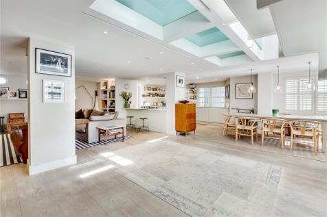Brackenbury Road, Brackenbury Village, London, W6. 4 bedroom duplex