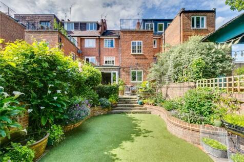 Findon Road, London, W12. 4 bedroom terraced house