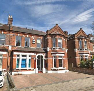 Manor Road, Beckenham, Kent, BR3. 2 bedroom apartment