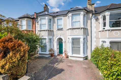 Dowanhill Road, Catford, London, SE6. 3 bedroom apartment