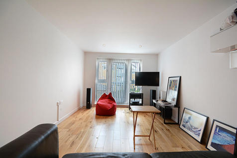Morton Close, London. 1 bedroom apartment
