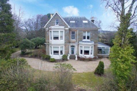 Carmunnock Road, Busby, Glasgow, G76. 6 bedroom detached villa