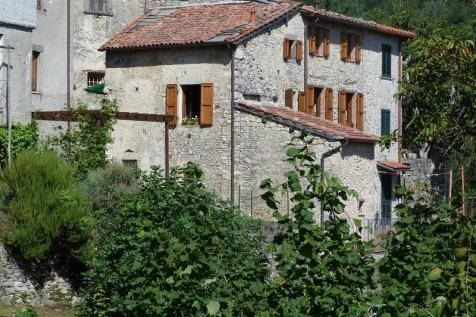 Fabbriche Di Vallico, Lucca, Tuscany. 2 bedroom terraced house for sale