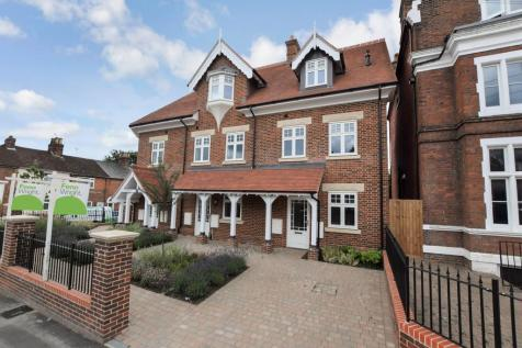 Military Road, Colchester, CO1 2AP. 3 bedroom town house