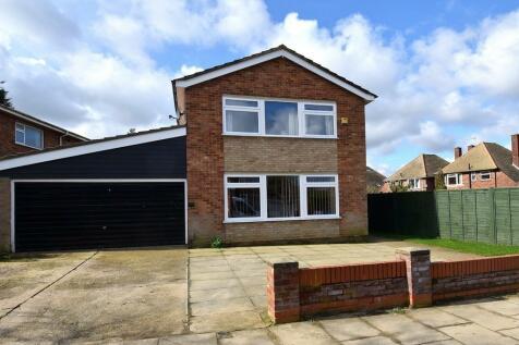 June Avenue, Ipswich, IP1 4LT. 4 bedroom detached house