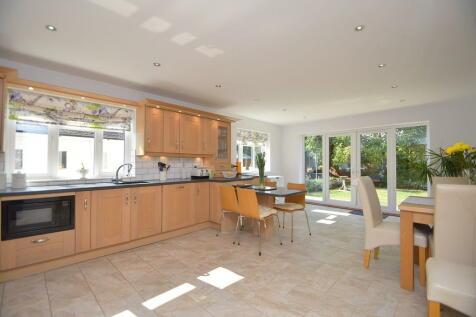 Kingsfield Avenue, Ipswich, Suffolk, IP1 3TA. 3 bedroom detached bungalow for sale