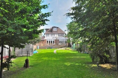 Nether Street, London, N12. 5 bedroom detached house for sale