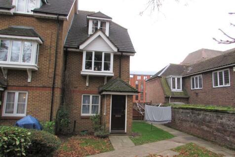 The Cloisters, St. Marys View, Kings Street, Watford WD18. 1 bedroom ground floor flat