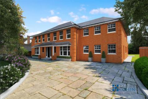 Roundwood Avenue, Hutton Mount. 5 bedroom detached house for sale