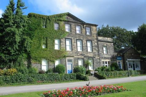 Crow Nest Park, Cemetery Road, Dewsbury, West Yorkshire, WF13. 5 bedroom house share