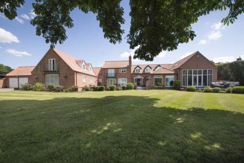 Old Hall Close, Farndon. 5 bedroom detached house for sale