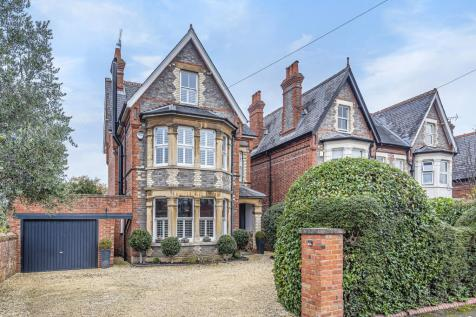 Reading, Berkshire, RG2. 5 bedroom detached house for sale