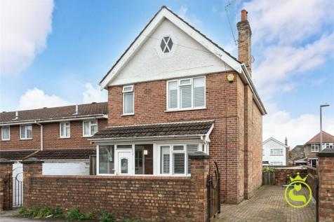 Woking Road, Poole, BH14. 3 bedroom detached house