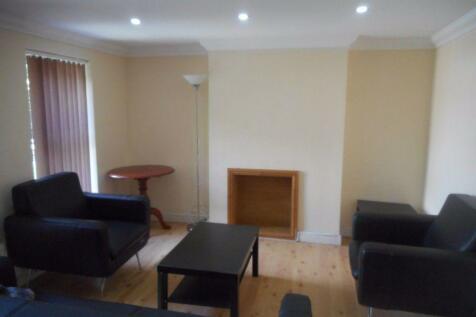 Richmond Road, Roath. 3 bedroom flat