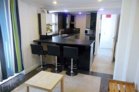 Letty Street. 4 bedroom flat