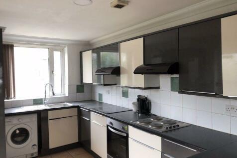 Mackintosh Place, Roath ( 6/7 Beds ). 6 bedroom house
