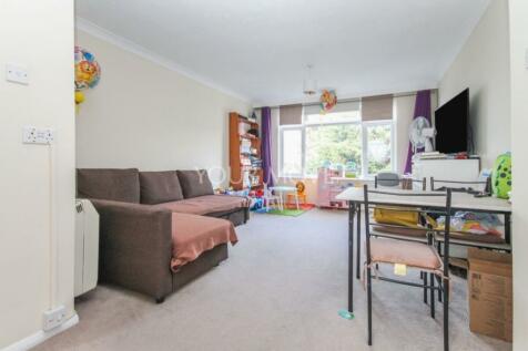 Victoria Road, Romford, RM1. 2 bedroom flat